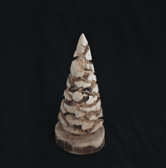 Small carved kerstboom